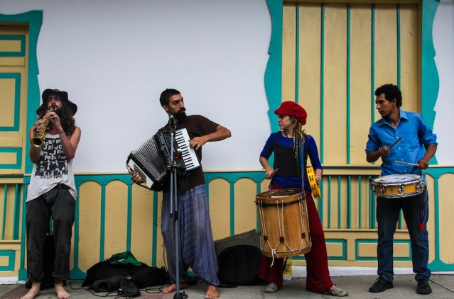 Street performers, Salento, Colombia