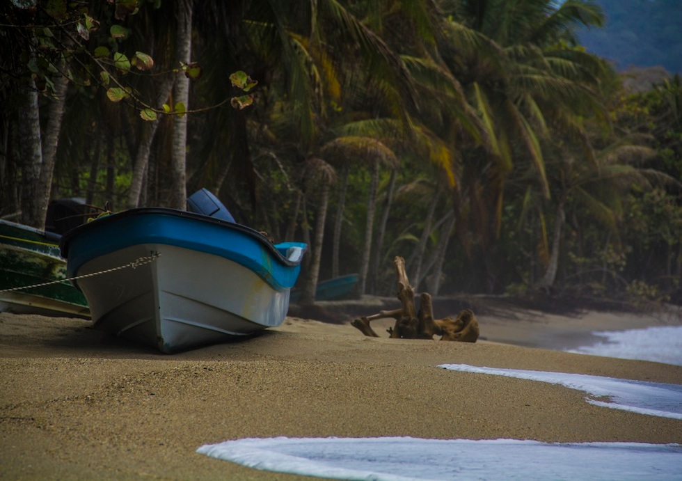 Blue boat in Playa Costeño, Colombia