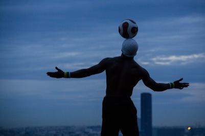 Soccer buskers, Paris